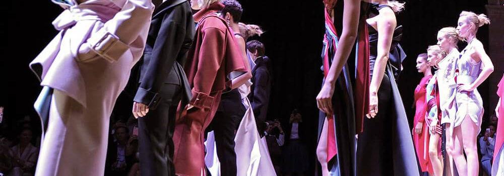 Atelier Versace представила новую коллекцию одежды на Неделе Высокой моды